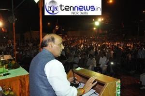BJP President, Shri Rajnath Singh addressing a public meeting at Sangam Vihar, New Delhi.