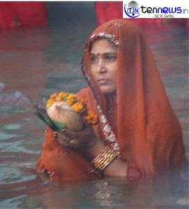 Delhi Purvanchal People worshiped rising Sun on Chhat Puja