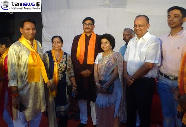 DM B.N Singh ग्रेटर नोएडा में आयोजित धार्मिक रामलीला में जिलाधिकारी बीएन सिंह न तीर छोड़कर किया रावण दहन
