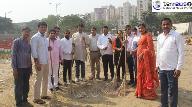 रामलीला कमेटी के सदस्यों ने चलाया स्वच्छ भारत अभियान