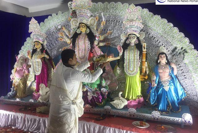Photo Highlights of Durga Puja – Sasthi Puja at Greater Noida Kali Bari