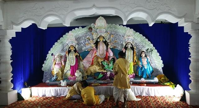ग्रेटर नॉएडा में शारदीय सांस्कृतिक समिति द्वारा दुर्गा पूजा – षष्ठी मनाई
