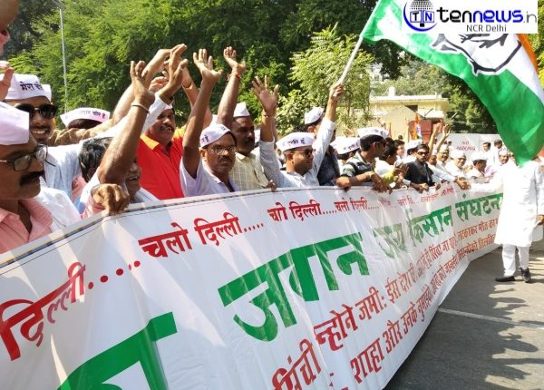 Backed by Congress, farmers from Maharashtra stage protest against increasing farmer suicides