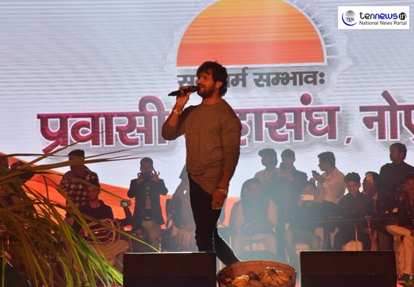 Noida Chhath Mahotsav 2018- Manoj Tiwari, Khesari Lal enthrall audience