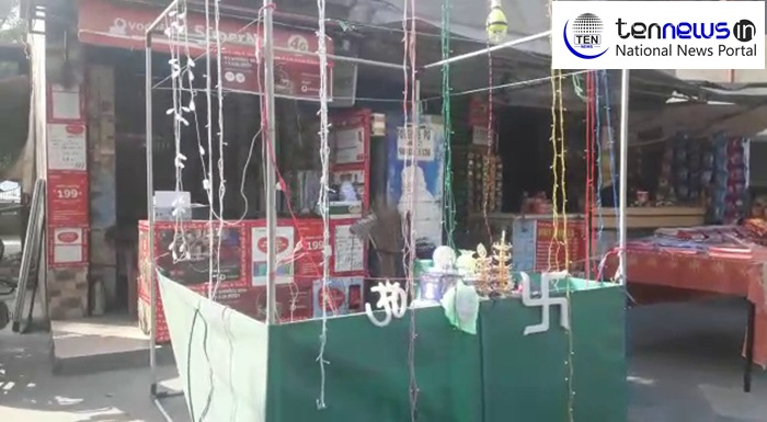 Noida: As Diwali Nears, Online market and Chinese Goods Kills local sellers Market