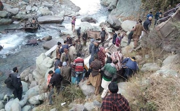 iq8qov5g_poonch-accident_625x300_08_December_18