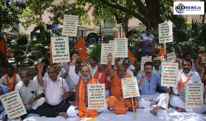 United Hindu Front Protest in Delhi against sexual harassment allegations on CJI Gogoi