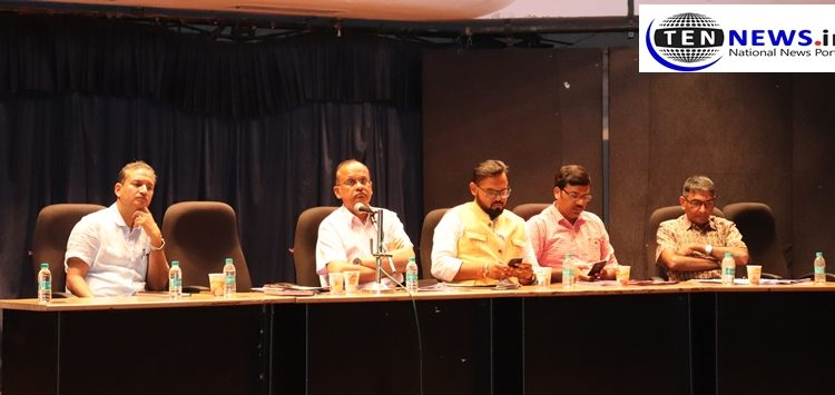 DM BN Singh Address to the Principals of Noida Schools Regarding Fee Hike | DFRC | Ten News