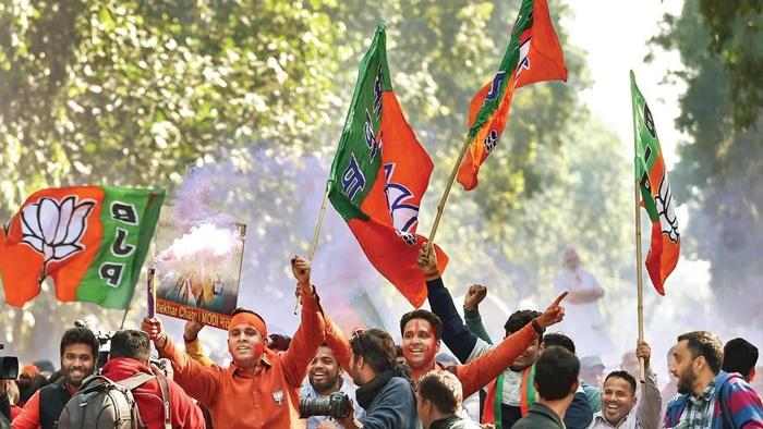 दिल्ली की सात सीटों पर बीजेपी आगे , दूसरे नंबर पर आम आदमी पार्टी