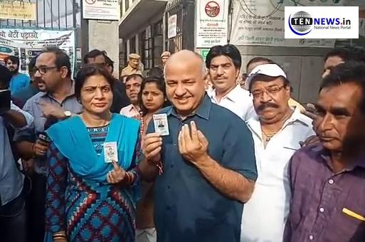 दिल्ली के उपमुख्यमंत्री मनीष सिसोदिया ने पूर्ण राज्य के मुद्दे को लेकर किया मतदान , लोगों से की अपील
