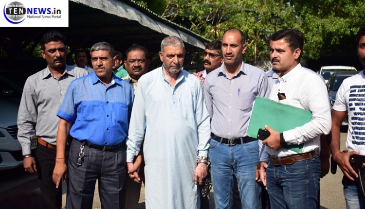 Jaish e Mohammad terrorist carrying bounty of Rs 2 lakhs arrested by Delhi Police in Srinagar