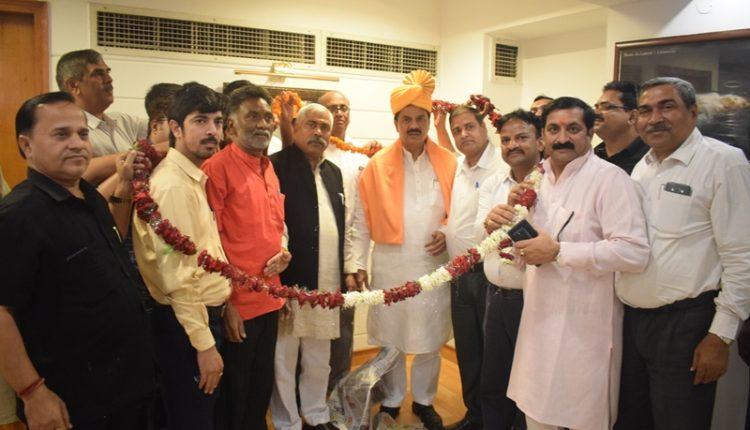 Dr.Mahesh sharma