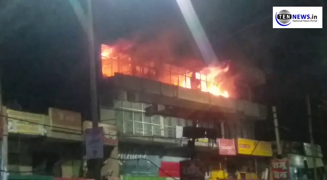 देर रात लगी नॉएडा की कमर्शियल बिल्डिंग में आग, कड़ी मशक्कत के बाद पाया गया आग पर काबू