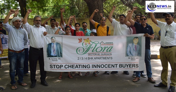 Flat owners protest against Shree Vardhman Builders for getting flats on time | New Delhi