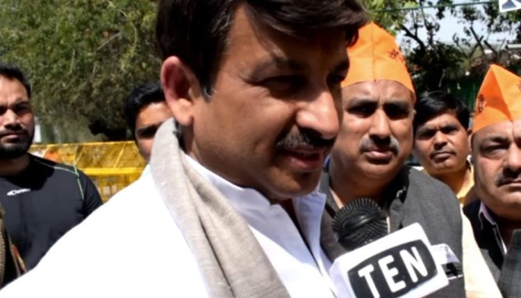 Manoj Tiwari targets Arvind Kejriwal for hiking electricty bills | New Delhi
