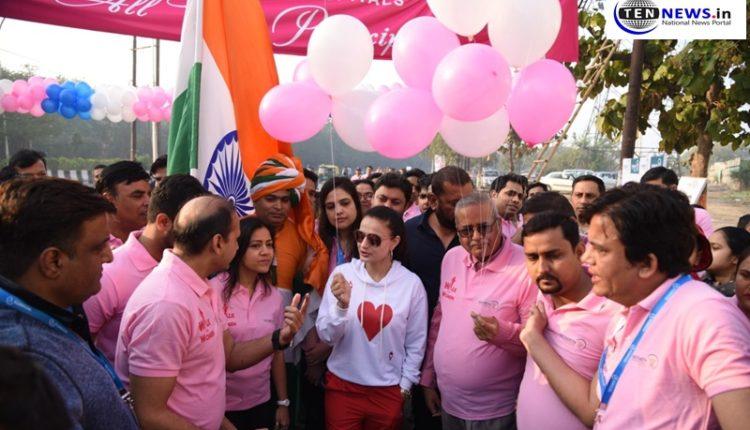 International Women's Day: Noida women's take out walkathon in presence of Actress Amisha Patel