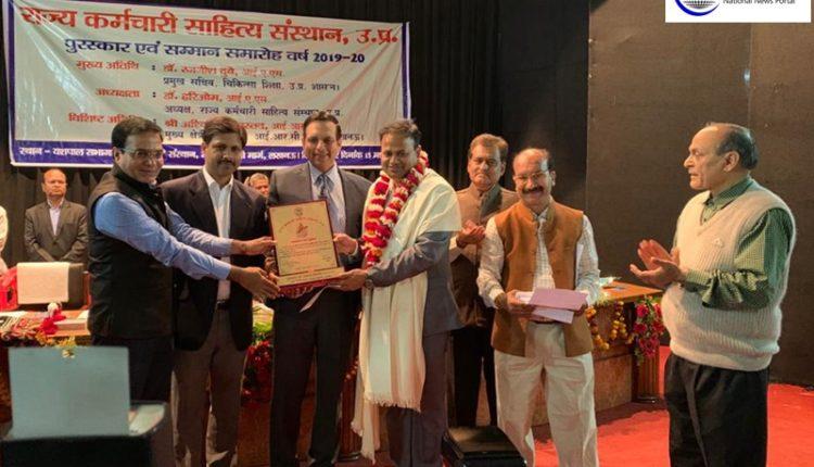 Bulandshahar-DM-conferred-with-amrutlal-nagar-award