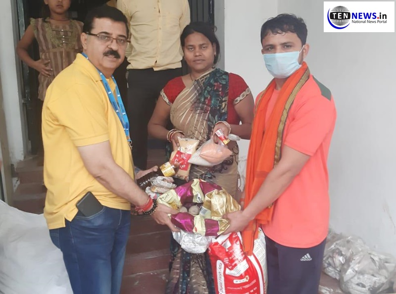 navratan-foundation-distributes-ration-to-daily-wage-workers
