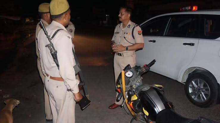 Gautam-Budh-nagar-police-acts-firmly-lockdown
