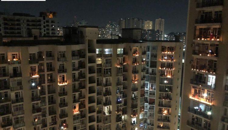 Delhi Noida People lights lamp at 9pm amid Go Korona..Bharat Mata Ki Jay.. Jai Mata ki  slogans