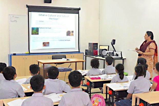 201909262352554152_Smart-classrooms-in-TN-govt-schools-from-October_SECVPF