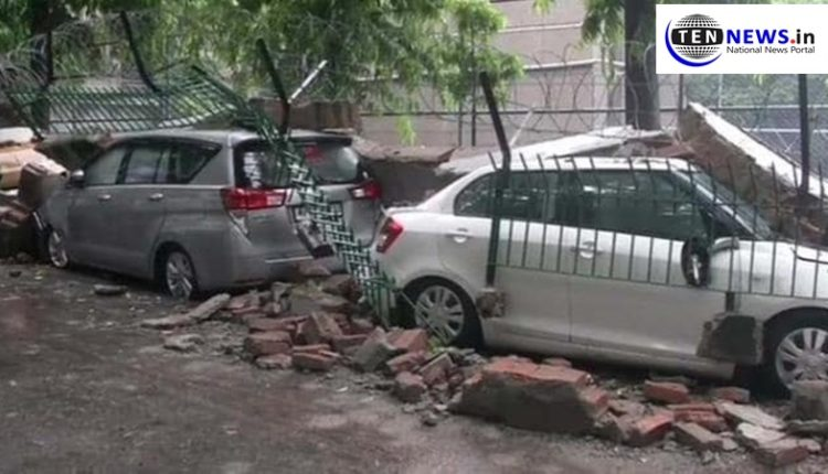rain-in-saket-causes-collapse-of-wall-and-damage-to-vehicles