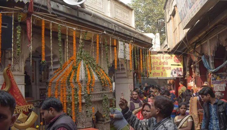 kalakaji-madir-closed-as-public-fails-to-maintain-social-distancing