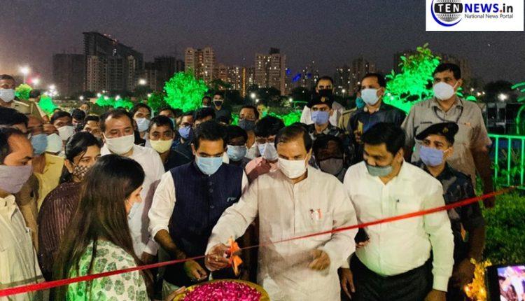 Gautam Budh Nagar MP Dr. Mahesh Sharma inaugurates musical fountain, light and laser show in Noida