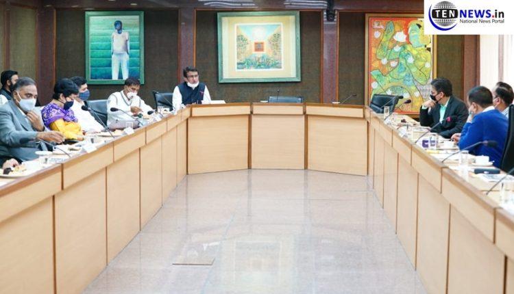 delhi-bjp-and-congress-protest-closure-of-markets-in-delhi